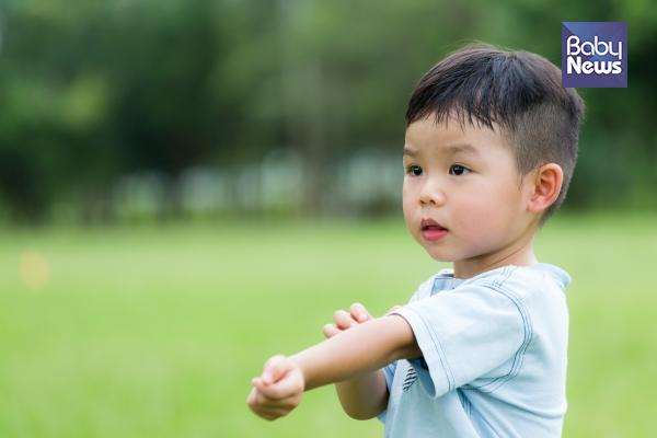 손으로 피부를 자주 만지는 아이들이라면 손을 자주 씻는 습관을 길러주는 것이 좋다. ⓒ베이비뉴스