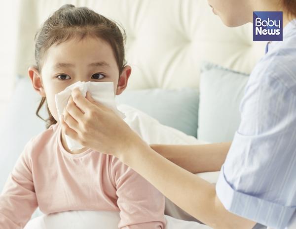 일교차가 큰 환절기에 온도 적응 능력이 약한 아이들은 체력과 면역력이 떨어져 감기에 잘 걸립니다. ⓒ베이비뉴스