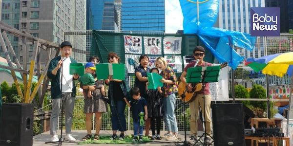 지난 9월 28일 행사 '맨땅에 초로록'에서 열린 이들의 데뷔무대. ⓒ초록육아당