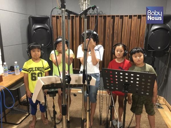 동요 앨범 제작에 목소리로 함께한 초등학생 친구들. ⓒ초록육아당