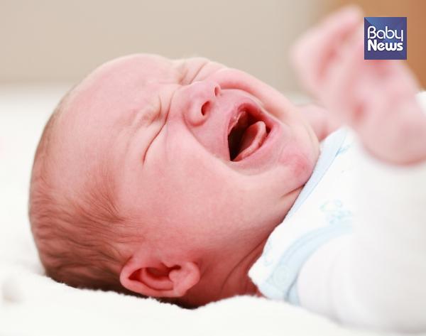 아무리 어르고 달래도 밤이면 밤마다 안자고 울기만 하는 우리 아기… 도대체 뭐가 문제일까요? ⓒ베이비뉴스