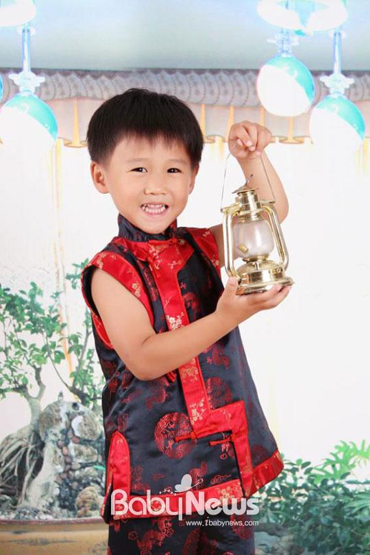 보건복지부가 마련한 '우리아이 행복 체험수기 공모전'에서 우수상을 수상한 송월씨의 아들. ⓒ송월