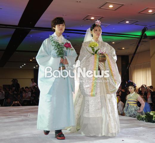중국에서 열린 아시아 브라이덜 서밋에서 선보인 한국 전통 혼례복. ⓒ김미숙 웨딩