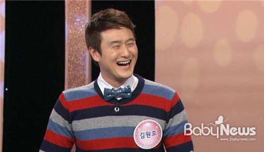 인기 개그맨 김원효가 심진화와의 신혼생활을 공개했다. KBS 2TV '퀴즈쇼 사총사'에서 그 내용을 만나볼 수 있다. ⓒKBS