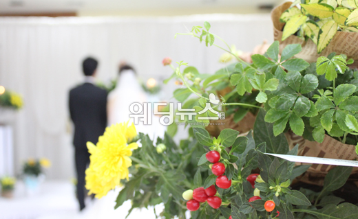 실속있게 결혼식을 치르려면 결혼 예산을 미리 짜놓는 것이 중요하다. 충동 구매를 예방할 수 있기 때문이다. ⓒ웨딩뉴스신문