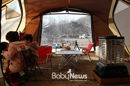 네이버 캠핑 파워블로그 '마주 보는 여행'(http://blog.naver.com/wowday3435)을 운영하는 강대현(닉네임 차칸늑대) 씨는 어린 자녀와 캠핑을 할 때 가장 중요한 것은 안전사고 예방이라고 강조했다. ⓒ강대현