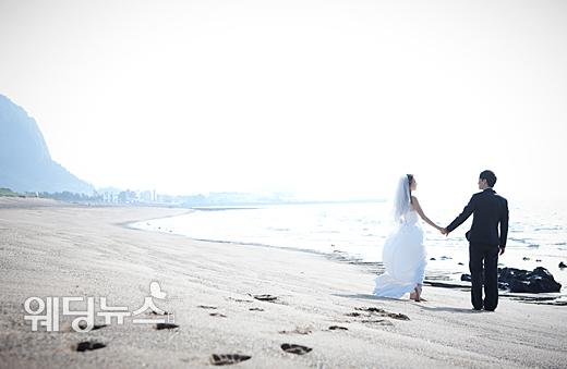 사랑만으로 행복할 수 있을 것이라고 생각하면 오산이다. 결혼을 앞두고 있다면 선배들의 경험에 귀를 기울이는 것이 좋다. ⓒ베이비뉴스