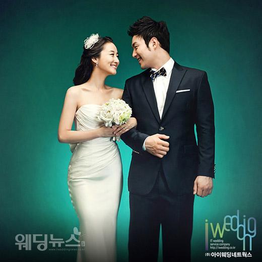 박병호 선수는 지난 2011년 12월 10일 서울 강남구 삼성동 웨딩의전당에서 아나운서 출신의 이지윤 씨와 결혼했다. ⓒ아이패밀리SC