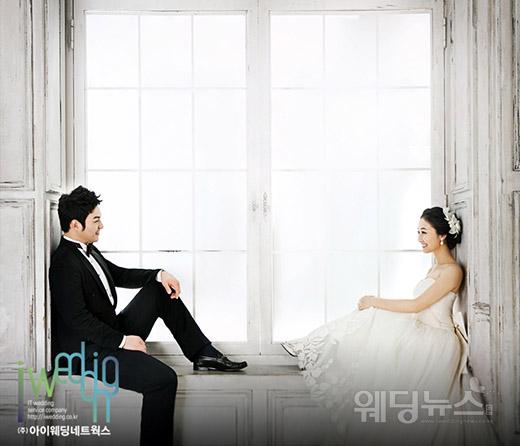결혼 발표 당시 그라운드에서 만나 꽃 피운 두 사람의 웨딩스토리는 많은 화제가 됐다. ⓒ아이패밀리SC