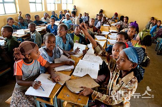 월드비전은 100만 원 이하의 기념일 기부 기금을 잠비아 뭄부아, 카인투 식수 사업에, 100만 원 이상의 기념일 기부 금액을 말리 학교 건축사업에 후원한다. ⓒ월드비전