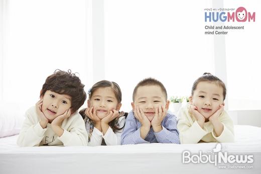 아이의 타고난 기질을 인정하고 긍정적으로 바라보면서 조금씩 변화할 수 있도록 돕는 것이 부모의 역할 중 하나다. ⓒ허그맘
