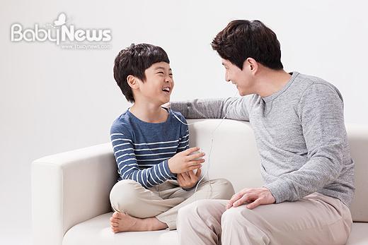 잘못된 대화로 관계가 악화되기도 하지만 악화된 관계를 해결할 수 있는 것이 바로 '대화'다. ⓒ베이비뉴스