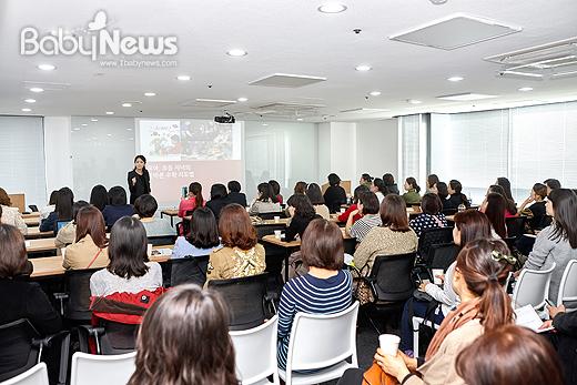 황혜린 수학사랑연구소 소장이 20일 오전 서울 강남구 역삼동 쎄임페이지에서 수학지도법에 대해 강연을 하고 있다. ⓒ천재교육