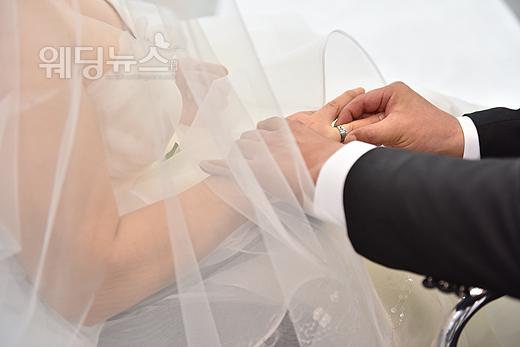 지난달 28일 바른웨딩의 나눔웨딩을 통해 한 쌍의 커플이 결혼식에서 영원한 사랑을 서약했다. ⓒ바른웨딩