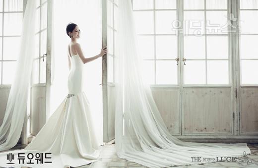 듀오웨드가 최근 Mnet '댄싱9'의 마스터로 활약하고 있는 박지은의 웨딩사진을 공개했다. ⓒ듀오웨드