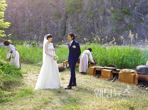 이나영과 원빈의 소속사를 통해 공개된 이나영과 원빈의 결혼사진. ⓒ이든나인