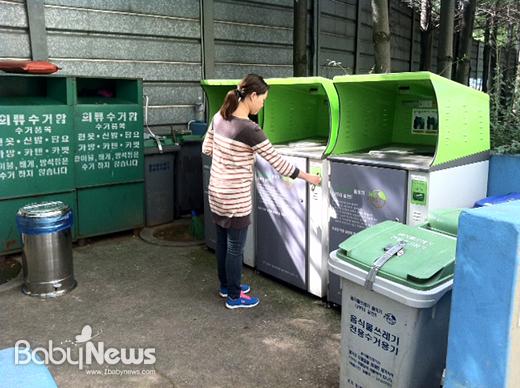 서울 금천구(구청장 차성수)는 6월부터 8월까지 3개월간 RFID 기반 종량제 시스템을 구축한 관내 공동주택 59개소를 대상으로 '음식물 쓰레기 감량 경진대회'를 개최한다고 8일 밝혔다. ⓒ금천구