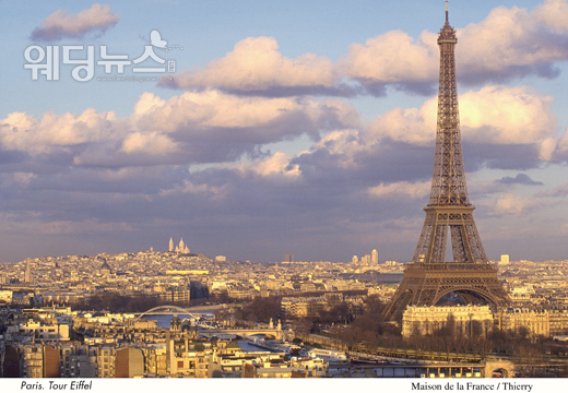 멀리서 바라본 에펠탑의 전경. ⓒ프랑스관광청