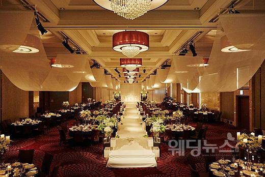쉐라톤 서울 디큐브시티 호텔 그랜드볼룸에 웨딩 세팅한 모습. ⓒ쉐라톤서울디큐브시티호텔