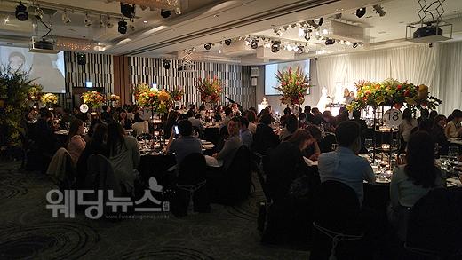 지난 6일 서울 강남구 역삼동 노보텔앰배서더강남에서열린 웨딩쇼에서 웨딩 메이크업 강연과 시연이 진행되고 있다.ⓒ베이비뉴스