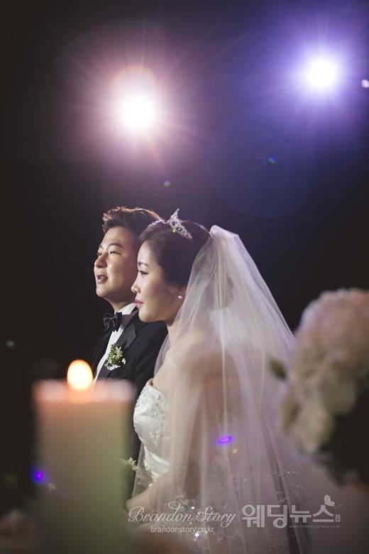 """허공은 소속사를 통해 """"평생을 함께하고 싶은 사람을 만나 결혼을 한다. 항상 감사하는 마음으로 예쁘게 잘 살아갈 수 있도록 노력하겠다""""고 결혼 소감을 밝혔다. ⓒ브랜든스토리"""