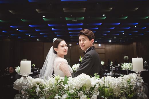 아이돌그룹 유키스의 전 멤버 동호(22)의 결혼식 본식 사진이 공개돼 화제다. ⓒ브랜든스토리