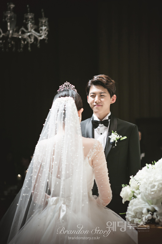 동호는 지난달 28일 낮 12시 서울 강남구 논현동 파티오나인에서 1살 연상의 신부와 비공개 결혼식을 올렸다. ⓒ브랜든스토리