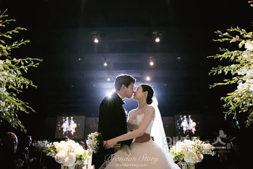 아이돌그룹 유키스의 전 멤버 동호의 결혼사진이 공개됐다. ⓒ브랜든스토리