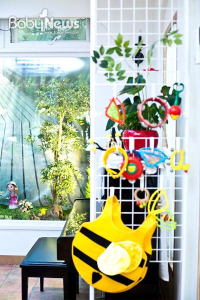 아기자기한 소품이나 장난감, 교구, 악기, 동화책 등을 곳곳에 배치해 아이의 흥미를 끌고 긴장을 풀어주고 있다. 이기태 기자 ⓒ베이비뉴스
