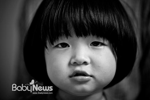 선천성 항문폐쇄증 질환을 앓고 있는 김민지 양(3). 이기태 기자 ⓒ 베이비뉴스