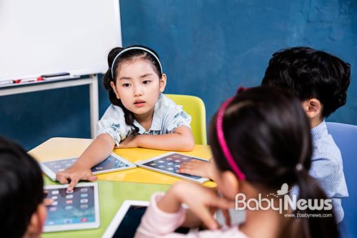 최근 전 세계적으로 교육계 이슈는 플립러닝이다. 디지털교과서와 이러닝 시스템이 선진국의 교실 환경을 이미 바꾸고 있다. ⓒ웅진북클럽