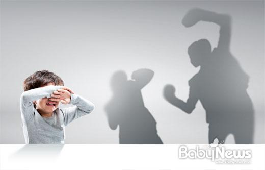 보건복지부 산하 중앙아동보호전문기관에 따르면 '아동이 가정폭력을 목격하도록 하는 행위'는 아동학대 중 정서학대로 분류된다. ⓒ베이비뉴스