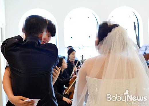 나눔웨딩을 통해 2016년 한 해 동안 스무 쌍의 특별한 결혼식을 진행한 바른웨딩이 내년에도 아름다운 결혼식을 통한 따뜻한 나눔을 이어간다. ⓒ바른웨딩