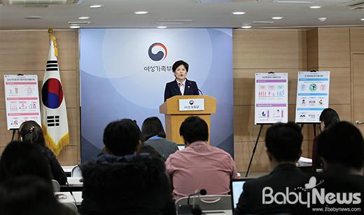 강은희 여성가족부 장관이 지난 6일 오전 서울 광화문 정부서울청사에서 2017년도 여성가족부 주요 업무계획에 대해 설명하고 있다. ⓒ여성가족부