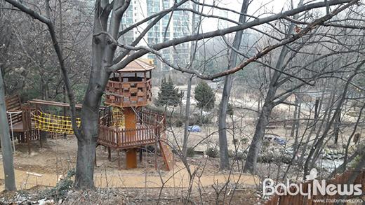 창동 모험놀이터 전경. 주공아파트단지 초안산 입구에 위치해 있어 지리적으로 접근이 편리하다. ⓒ서울시