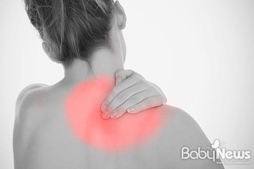 목, 어깨, 허리 등 통증을 방치할 경우 점차 심해져 오십견이나 회전근개 파열과 같은 어깨통증 질환으로 심해질 수 있다. ⓒ올마디한의원