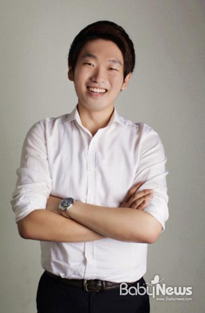 ㈜브이에스엠그룹 이기용 대표가 최근 선덕원에 300만원 상당의 의류를 기부했다.ⓒ㈜브이에스엠그룹
