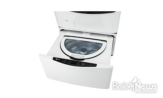 LG전자의 미니워시는 국내 최단 시간인 17분 만에 세탁부터 헹굼, 탈수까지 마칠 수 있어 육아 부담을 덜어준다. ⓒLG전자