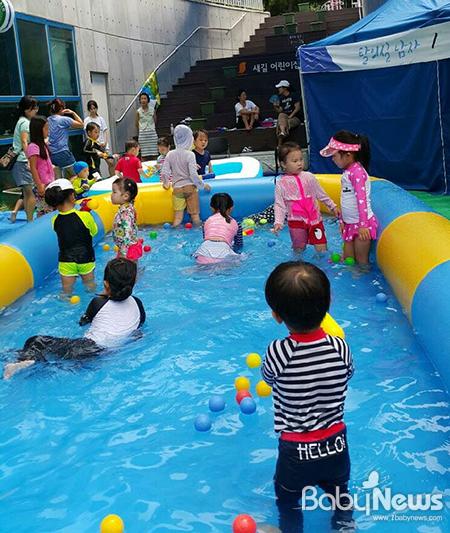 서울 금천구 시흥3동 주민센터가 오는 31일부터 박미사랑 마을회관 주차장에 영유아 전용 물놀이장을 개장한다. ⓒ금천구