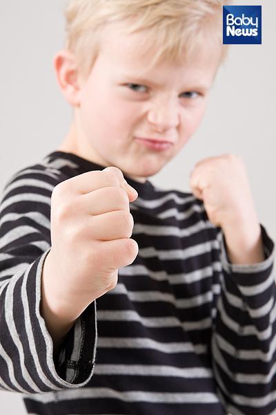 아이들은 언어적 표현이 아직 서툴다 보니 원하는 바를 과격한 모습으로 표출할 수 있다. ⓒ베이비뉴스