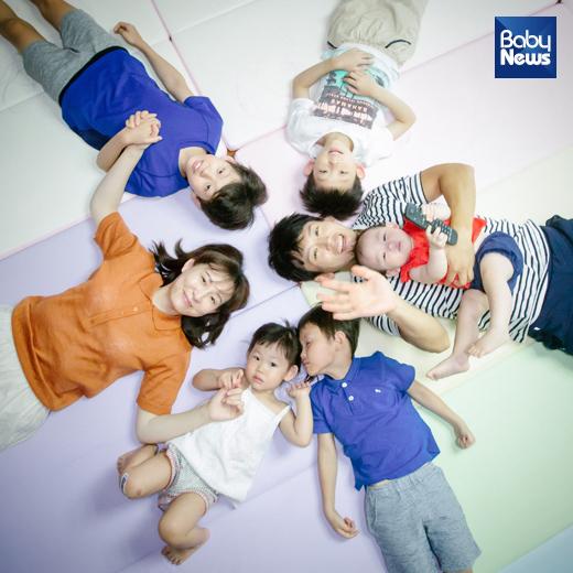 박지헌의 가족사진. 현재 박지헌의 아내는여섯 째 아이를 임신했다.최대성 기자ⓒ베이비뉴스